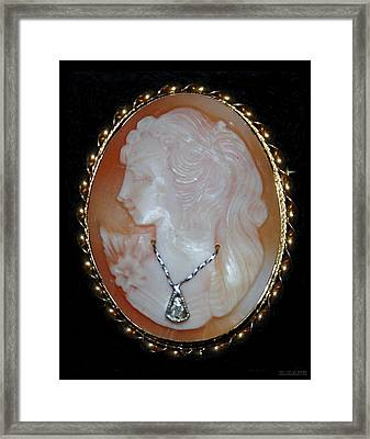 Cameo  Framed Print by Rob Hans