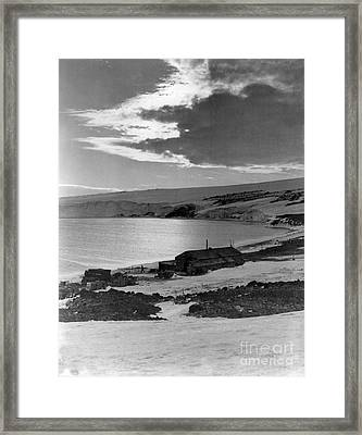 Captain Robert Falcon Scotts Winter Framed Print by Photo Researchers