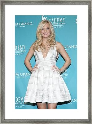 Carrie Underwood Wearing A Rafael Framed Print by Everett