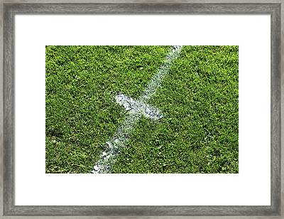 Centre Spot Framed Print by Richard Newstead