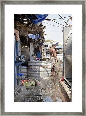 Chai Time At Dhobhi Ghat Framed Print