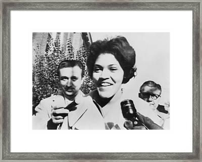 Charlayne Hunter Smiles To Reporters Framed Print by Everett