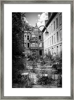 Cincinnati Glencoe-auburn Hotel Framed Print by Paul Velgos