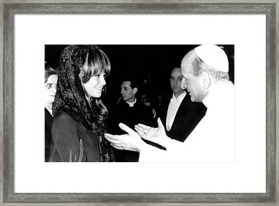 Claudia Cardinale Meets Pope Paul Vi Framed Print by Everett
