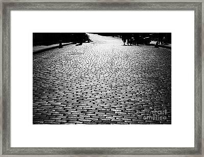 Cobblestoned Street On The Royal Mile Edinburgh Scotland Uk United Kingdom Framed Print by Joe Fox