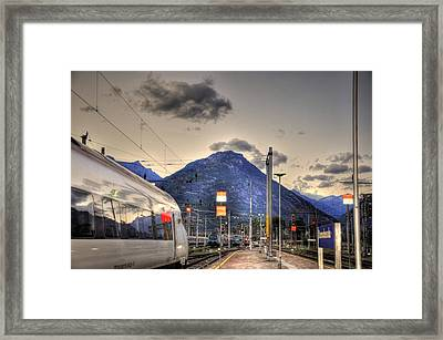 Coming Around The Mountain Framed Print by Barry R Jones Jr
