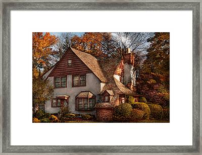 Cottage - Westfield Nj - Family Cottage Framed Print by Mike Savad