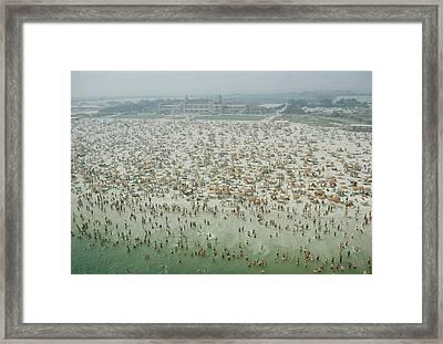 Crowds Of People At Jones Beach Framed Print by Robert Sisson
