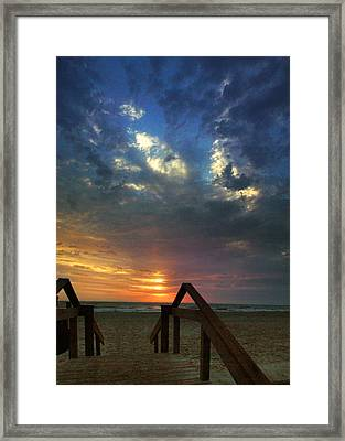 Framed Print featuring the photograph Daybreak At The Beach by Rod Seel