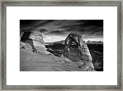Delicate Arch Bw Framed Print by Larry Carr