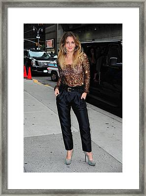 Drew Barrymore Wearing A Richard Chai Framed Print