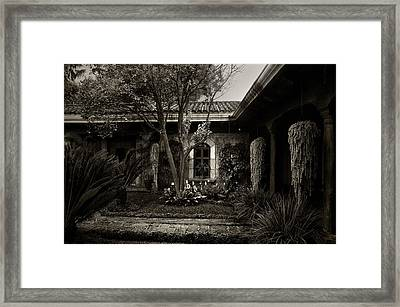 El Sitio Framed Print by Tom Bell