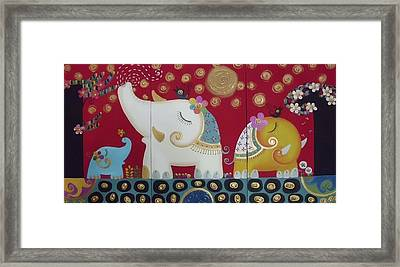 Elephant Family. Framed Print by Suwannee Wannasopha