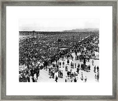 Ev1979 - Coney Island, Ny, On July 4 Framed Print by Everett