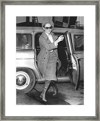 Faye Dunaway Arriving At The London Framed Print by Everett