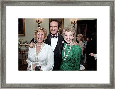 First Lady Nancy Reagan With Dinah Framed Print