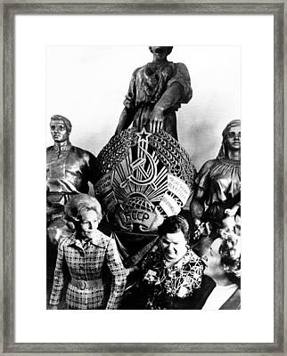 First Lady Pat Nixon Left And Mrs Framed Print by Everett