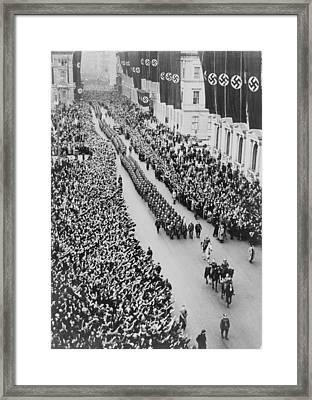 German Crowds Saluting During A Berlin Framed Print
