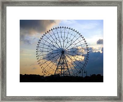 Giant Ferris Wheel At Sunset Framed Print by Paul Van Scott