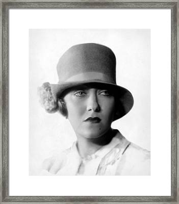 Gloria Swanson, 1927 Framed Print