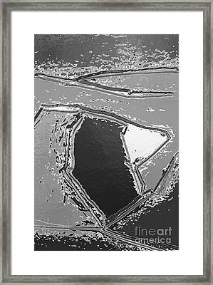 H-w-10-21-12-b Framed Print by Robert Haigh