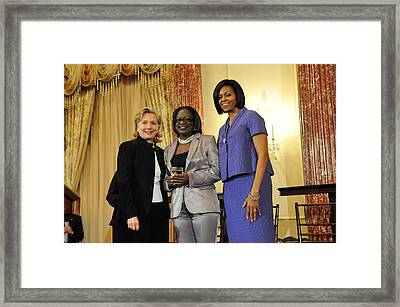 Hillary Clinton And Michelle Obama Framed Print by Everett