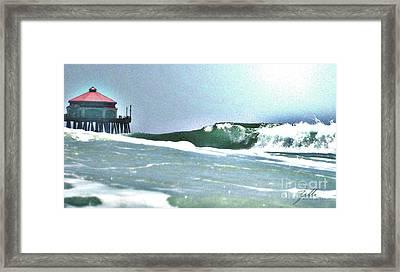 Huntington Wave Framed Print by Suzette Kallen