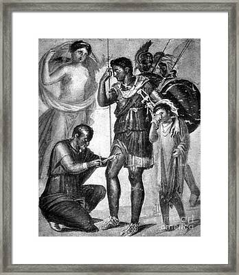 Iapyx Removing Arrowhead From Leg Framed Print by Photo Researchers