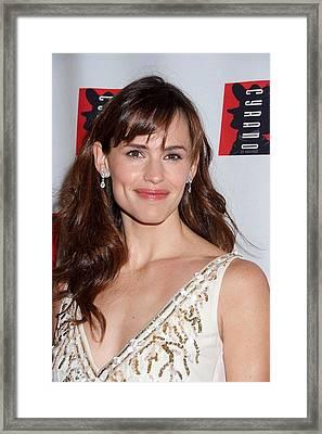 Jennifer Garner Wearing An Oscar De La Framed Print