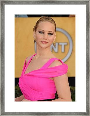 Jennifer Lawrence Wearing An Oscar De Framed Print by Everett
