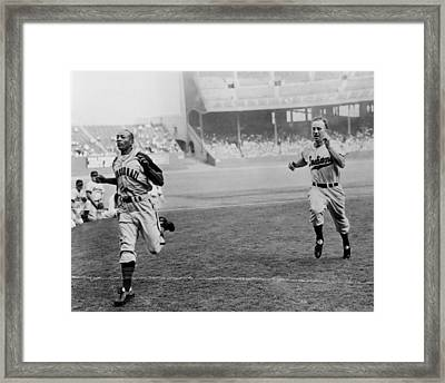 Jesse Owens Beating Baseball Player Framed Print by Everett