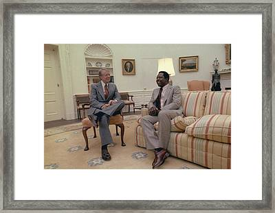 Jimmy Carter Chatting With Hank Aaron Framed Print by Everett