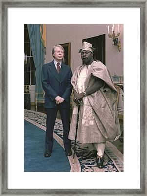 Jimmy Carter With Nigerian Ruler Framed Print by Everett