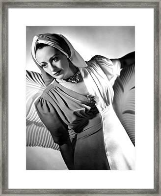 Joan Crawford, Portrait Ca. 1940 Framed Print by Everett