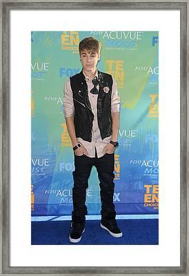 Justin Bieber At Arrivals For 2011 Teen Framed Print by Everett