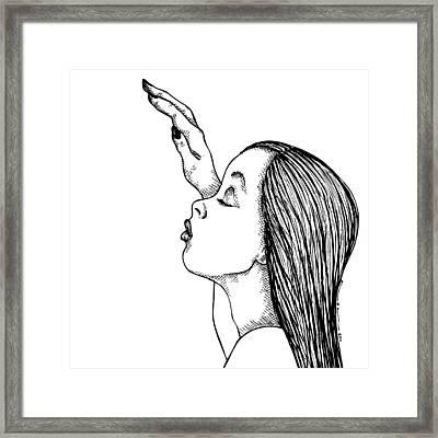 Kissing Lady Framed Print by Karl Addison