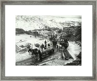 Klondike Gold Rush, 1898 Framed Print by Photo Researchers