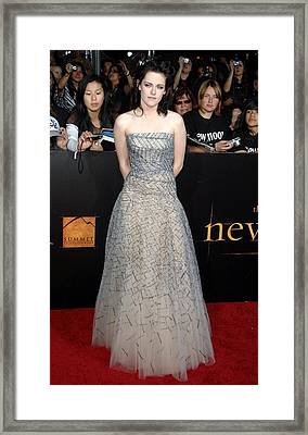 Kristen Stewart Wearing An Oscar De La Framed Print by Everett