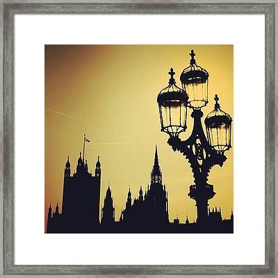 #london #westminster #londoneye #siluet Framed Print