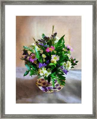 Magenta And White Mum Bouquet Framed Print by Susan Savad