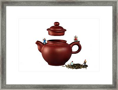 Making Green Tea On A Clay Teapot Framed Print by Paul Ge