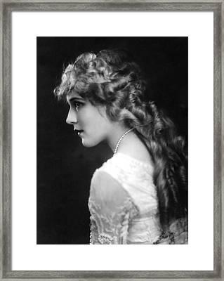 Mary Pickford, C. 1918 Framed Print by Everett