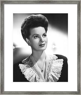 Maureen Ohara, Rko, 1943 Framed Print by Everett