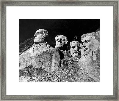 Men Working On Mt. Rushmore Framed Print by Underwood Archives