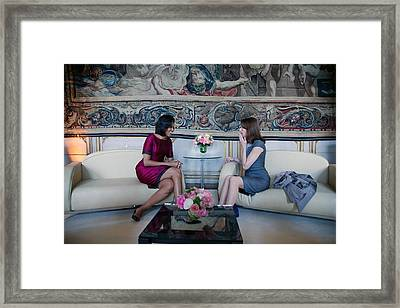 Michelle Obama With Carla Bruni-sarkozy Framed Print by Everett
