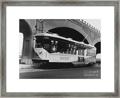 New York Streetcar, 1918 Framed Print by Photo Researchers