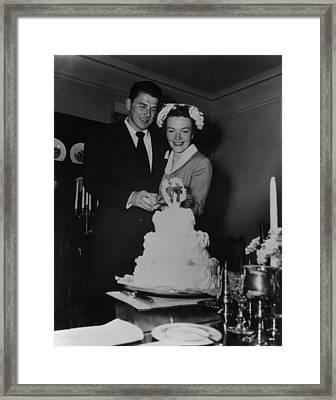 Newlyweds Ronald Reagan And Nancy Framed Print by Everett
