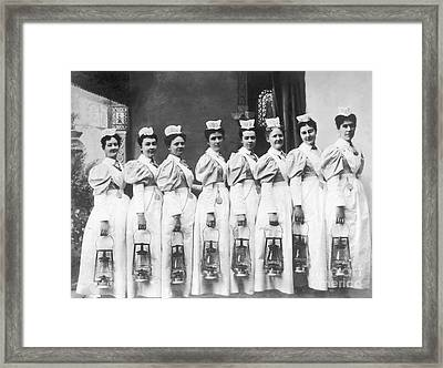 Nurses On Night Rounds 1899 Framed Print by Science Source