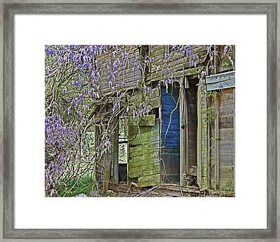 Old Abandoned House Framed Print by Susan Leggett