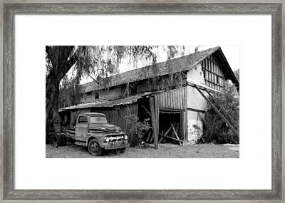 Old Barn Black And White Framed Print by Jeff Lowe